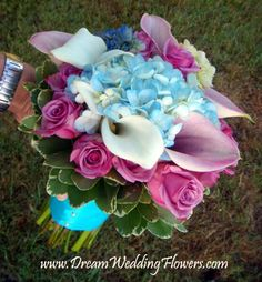Beidermeier bridal bouquet-The Beidermeier bouquet is a round bouquet that is normally large. It's unique because it's made up of several types of flowers arranged in a circular pattern. Each ring of the bouquet is comprised of a different type of flower.