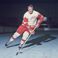Gordie Howe NHL hockey rare signed photo w/COA Hockey Hall Of Fame, Red Wings Hockey, Hockey Cards, National Hockey League, Montreal Canadiens, Detroit Red Wings, World Of Sports, Hockey Players, Ice Hockey