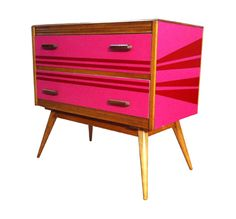 HOT PINK CHEST, click for large Image