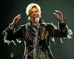 David Bowie, durante un concierto celebrado en Praga (República Checa) en junio de 2004.  DAVID W CERNY (REUTERS)