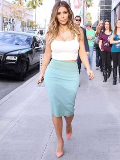 Kim Kardashian proves that curvy girls CAN wear crop tops! // #celebritystyle