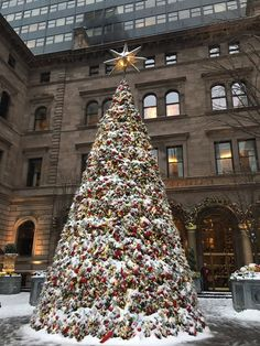 The iconic Christmas Tree at the New York Palace Hotel in NYC by @nycrobin - New York City Feelings