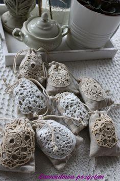 Lawendowe woreczki z szydełkowa dekoracją, ręcznie wykonane z plantacji Lawendowa Przystań pod Wrocławiem, lavender