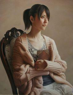 heion.mini.JPG「平穏」 P10号 パネル・油彩  暖色の色調とニットのカーディガンの温かな湿度と穏やかな眼差しの女性の絵に仕上がりましたので、なんとなく「平穏」というタイトルをつけました。(完全に後付けです)  6月に入り、アトリエ内もすこし熱くなってまいりましたね。  個展はおそらく銀座の飯田美術さんで9月の後半にあると思います。 今月中にはきちんと日時をスケジュールにアップしますので正確な情報はもうしばらくお待ちください。  作品自体は来月頭くらいにはすべて出来上がってるのでそう焦ってません。  オホンッ、個展直前の画家が必ず焦っているとは限りませんよ♪。  基本的に一定のペースで描いているので、仕事のスケジューリングは余裕をもっていれてます。  とはいえ毎日10時間くらいは描いていてマイペースというのもすこしおかしいですが無理はしていないつもりです。