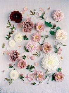 Mauve and maroon Wedding Inspiration Mauve Wedding, Maroon Wedding, Rose Wedding, Mermaid Wedding, Floral Wedding, Wedding Colors, Wedding Flowers, Wedding Album, Wedding Flower Arrangements