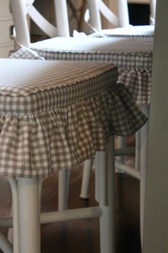 Lovely Lake House Tour grey gingham chair covers-this but red for my new bar stools. Dining Room Chair Covers, Living Room Chairs, Dining Chairs, Dining Chair Cushions, Wooden Chairs, Swivel Chair, Creation Couture, Slipcovers For Chairs, Upholstered Chairs