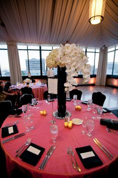 LOVE everything about this wedding table setting, colors: coral ...