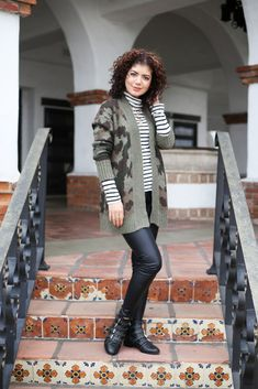 Easily style cardigan sweater outfits for both the office and days off with these tips. Styling a camo print cardigan and leopard print cardigan. Camo Cardigan, Chunky Cardigan, Cardigan Outfits, Striped Turtleneck, Striped Jacket, Whimsical Fashion, Colorful Fashion, Fall Fashion Outfits, Autumn Fashion