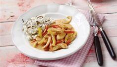 Du hast nur ca. 20 min Zeit? Dann ist die cremige Rahmhähnchen-Paprika Pfanne genau das Richtige für dich!