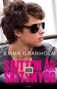 http://www.adlibris.com/se/product.aspx?isbn=9150114174 | Titel: Sjutton år och skitsnygg - Författare: Emma Granholm - ISBN: 9150114174 - Pris: 129 kr