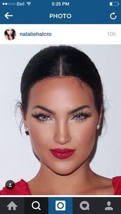 Red lip/sleek hair