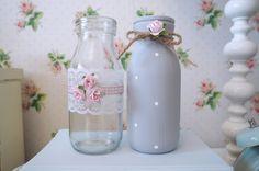 Vintage Shabby Chic juego de 2 decorado vaso leche botellas gris encaje rosa de la rosa punto arco
