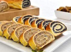 Baigli sau beigli este un cozonac unguresc cu umplutura bogata de nuca sau mac. Hungarian Desserts, Romanian Desserts, Romanian Food, Hungarian Recipes, Sweets Recipes, Just Desserts, Cookie Recipes, Pastry And Bakery, Dessert Bread
