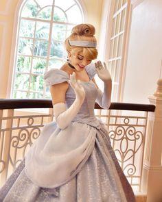 Pin by Nanami on Disney Princess♡ Disney Princess Pictures, Disney World Pictures, Disney Princess Dresses, Disney Dresses, Cinderella Cosplay, Disney Cosplay, Disney Costumes, Robes Disney, Disneyland Princess