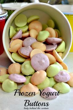 Frozen Yogurt Buttons. Make your kids a healthy snack. | See more about frozen yogurt, yogurt and healthy snacks.