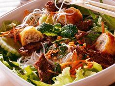 Bo bun Bo bun www. Asian Recipes, Healthy Recipes, Ethnic Recipes, Healthy Food, Bo Bun, Asian Street Food, Viet Food, Asian Kitchen, Salty Foods