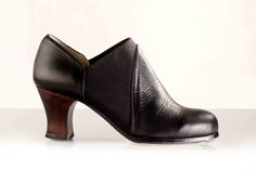 M70 ARRAIGO www.begonacervera.com Heeled Mules, Ankle, Heels, Fashion, Vestidos, Accessories, Hand Sewing, Boots, Leather
