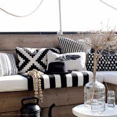 120 Black and White Decor Inspiration 14 Outdoor Lounge, Outdoor Rooms, Outdoor Cushions, Outdoor Decor, Scatter Cushions, Outdoor Living, White Home Decor, Black Decor, Deck Decorating