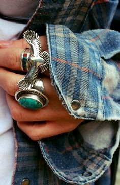 Boho silver and turquoise rings Hippie Style, Hippie Boho, Boho Style, Hippie Masa, Aztec Style, Grunge Fashion, Look Fashion, Fashion Rings, Fashion Women