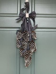 Simply LKJ: Pinecone Door Hanger~Winter Door Decor - Decoration For Home Pine Cone Art, Pine Cone Crafts, Xmas Crafts, Christmas Projects, Fall Crafts, Pine Cone Wreath, Paper Crafts, Christmas Pine Cones, Rustic Christmas