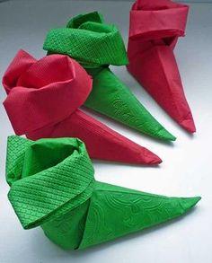 Bekijk de foto van Cabeau met als titel Elfen schoentjes gevouwen van servetten. en andere inspirerende plaatjes op Welke.nl.