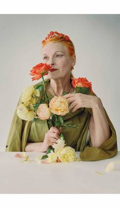 Vivienne Westwood Vivienne Westwood, Style Funky, Tim Walker Photography, Alexander Mcqueen, Yves Saint Laurent, We Will Rock You, Famous Photographers, Vogue Fashion, High Fashion