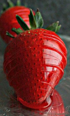 Cinnamon Glazed Strawberries - crackly cinnamon glaze on the outside, tender juicy fruit on the inside. Great as a garnish, dessert topper or to eat alone just like candy. Strawberry Dessert Recipes, Fruit Recipes, Candy Recipes, Fruit Confit, Candied Fruit, Candied Strawberries Recipe, Mezze, Just Like Candy, Strawberry Patch