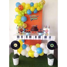 Hoy rockeamos en la celebración del primer añito de @babyluca__  lo acompañamos desde la pancita en su #babyshower y en... Music Themed Parties, Music Party, Baby Rocker, Jamel, Party Platters, Ideas Para Fiestas, 1st Birthdays, Rockers, Boy Birthday