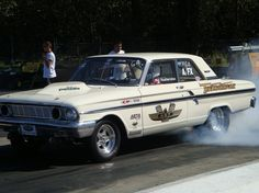 As the muscle car market took shape, Ford introduced a Ford Fairlane Thunderbolt for drag racing for heavily modified to incorporate Fords Ford Maverick, 1964 Ford, Old Race Cars, Mustang Fastback, Old Fords, Ford Fairlane, Vintage Race Car, Drag Cars, Car Ford