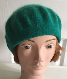 e9ab665519407 80s Green Mohair Wool Beret Women Hat 10 Small Beatnik Look Vintage