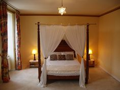 Four poster bedroom 5mtrs x 5 mtrs.