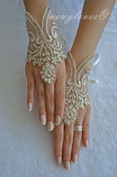 ブレスレット風♡レースが美しく華奢なフィンガーレスグローブが可愛い♡にて紹介している画像