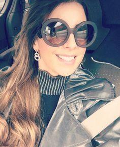 Vamos começar a semana com muito estilo? Que tal vestir óculos #PRADA e arrasar na #Carfie #barroco #wood #oticaswanny @nadiaschwab1