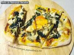 Asparagus, spinach and egg Pizza Pizza Vegetal, Egg Pizza, Calzone, Vegetable Pizza, Asparagus, Spinach, Vegetables, Recipes With Shrimp, Vintage Decor