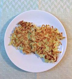 Turn Crunchy Kohlrabi Into Tender Fritters Kohlrabi Recipes, Surimi Recipes, Gourmet Recipes, Vegetarian Recipes, Healthy Recipes, Roasted Cauliflower, Fritters, Food Print, Food Processor Recipes