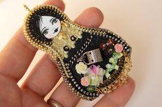 OOAK, Art doll, matryoshka doll, Bead embroidery pendant, Nesting doll necklace, OOAK. di Fantasiria su Etsy