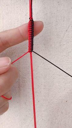 Diy Bracelets Patterns, Diy Friendship Bracelets Patterns, Thread Bracelets, Diy Bracelets Easy, Handmade Bracelets, Diy Crafts Jewelry, Bracelet Crafts, Bracelet Fil, Diy Braids