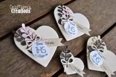 segnaposto comunione Decor Crafts, Diy And Crafts, Paper Crafts, Doily Art, Party Co, Happy Hearts Day, Heart Day, Easel Cards, First Holy Communion