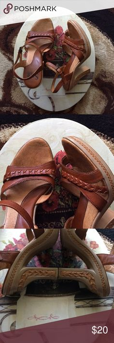 Leather Artisian Heels Excellent condition leather heels. Very comfortable! Soft Gallery Shoes Heels