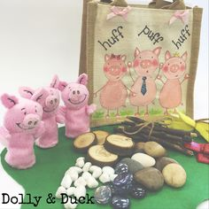 3 little pigs small world bag filled with gorgeous small world objects. Perfect for on the go play! Traditional Tales, Traditional Stories, 3 Little Pigs Activities, Preschool Transitions, Preschool Literacy, Kindergarten, Story Sack, Early Years Classroom, Toddler Classroom