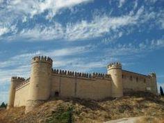"""CASTLES OF SPAIN - Castillo de Maqueda o de la Vela, (Toledo). En el año 981 por orden de Almanzor, el célebre Fatho ben Ibrahim """"el Omeya"""", constructor, sabio y viajero, amplió y perfeccionó una fortaleza preexistente. En 1083 cayó en poder de Alfonso VI de Castilla sin gran resistencia. Entre 1196 y 1198 resistió con éxito los asedios de los Almorávides y en 1434 el poderoso Condestable y valido de Juan II don Álvaro de Luna se apropió de Maqueda y su castillo."""
