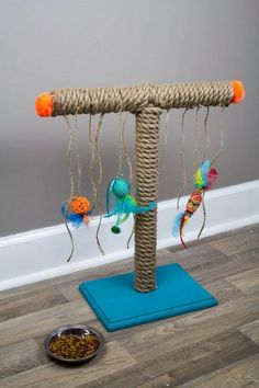 Build your own scratching post - make your own DIY cat playground - Haustiere Diy Cat Scratching Post, Homemade Cat Toys, Cat House Diy, Diy Cat Tree, Cat Playground, Cat Scratcher, Cat Room, Animal Projects, Diy Projects
