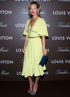 Kate Moss en Louis Vuitton http://www.vogue.fr/mode/inspirations/diaporama/les-looks-du-mois-d-aout-des-podiums-a-la-realite-1/14905/image/813094