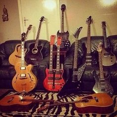 Quite the collection from @deadhandblues #guitarspotter #guitar #guitarist #guitars #guitarsolo #guitarporn
