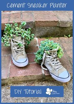 Just coat the sneaker in cement to make this unique planter idea. Add drainage holes and use it as an actual planter. Diy Cement Planters, Diy Planters Outdoor, Wall Planters, Concrete Crafts, Concrete Projects, Wall Garden Indoor, Balcony Garden, Planter Garden, Wrought Iron Wall Decor
