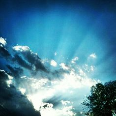 Blue sky ... smilin' at me ...  Photo by sheilajopiano