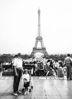 Teljänneito: Mother and daughter in Paris Trocadero