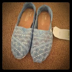 ✨Brand new TOMS shoe✨ Brand new TOMS lace blue with tag  TOMS Shoes Flats & Loafers