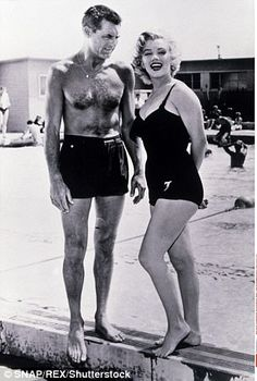 Photo of Marilyn Monroe and Cary Grant (Monkey Business). for fans of Marilyn Monroe 30593446 Hollywood Icons, Golden Age Of Hollywood, Vintage Hollywood, Hollywood Glamour, Hollywood Stars, Classic Hollywood, Hollywood Lights, Planet Hollywood, Cary Grant