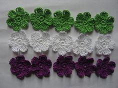 Fleurs au crochet en coton par 15, appliques : http://www.alittlemarket.com/ecussons-appliques/fr_fleurs_au_crochet_en_coton_par_15_appliques_-8522097.html